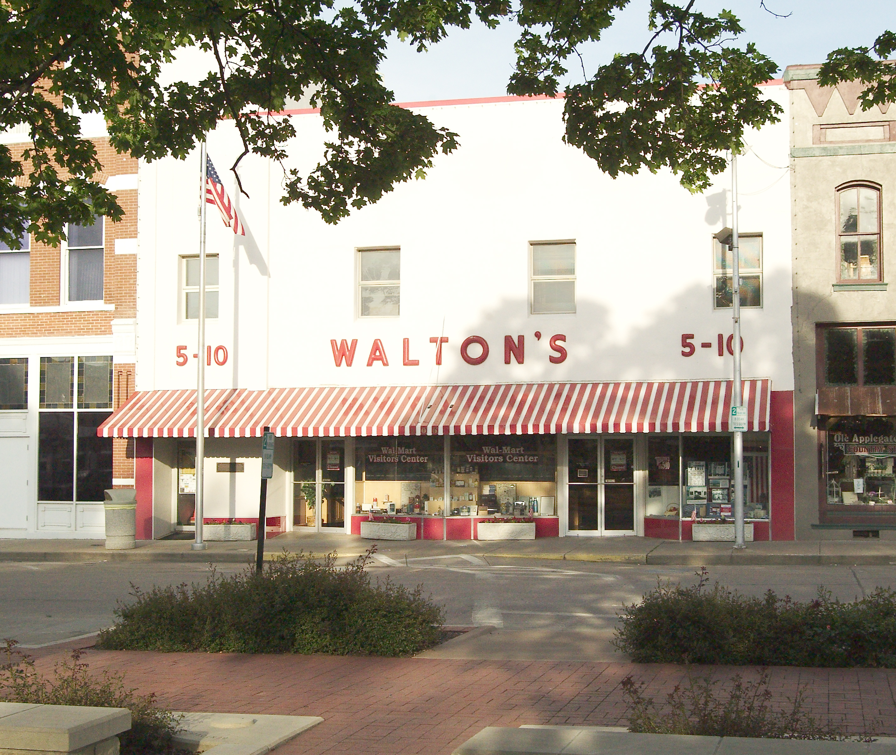 Inspired By The Early Success Of His Dime Store And Driven To Bring Even Greater Opportunity Value Customers Sam Opened First Wal Mart In