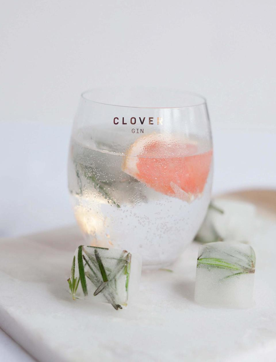 116  117  Perfect Serve  5cl Lucky N  4 Clover gin   20cl premium tonic water   a slice of grapefruit   a sprig of rosemar...